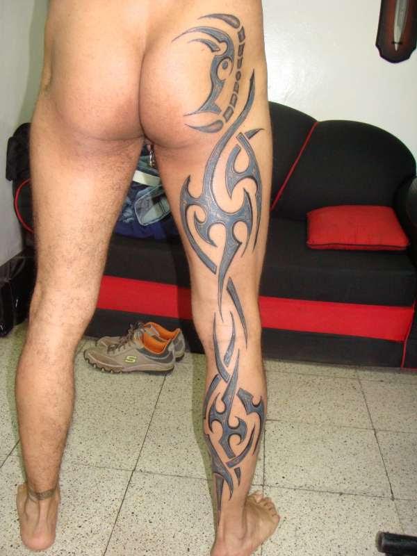 Tribal In Leg Tattoo