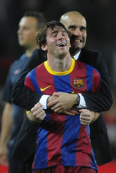 Guardiola abraza a Messi