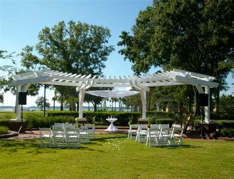 Wedding Trellis at Kissimmee Lakefront in Florida