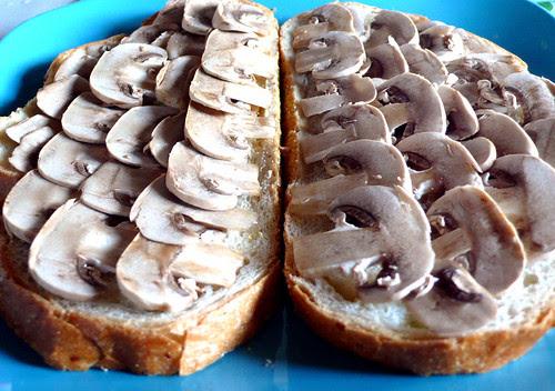 mushroom toast raw