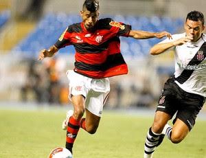 Léo Moura do Flamengo na partida contra o Vasco (Foto: André Portugal / Vipcomm)