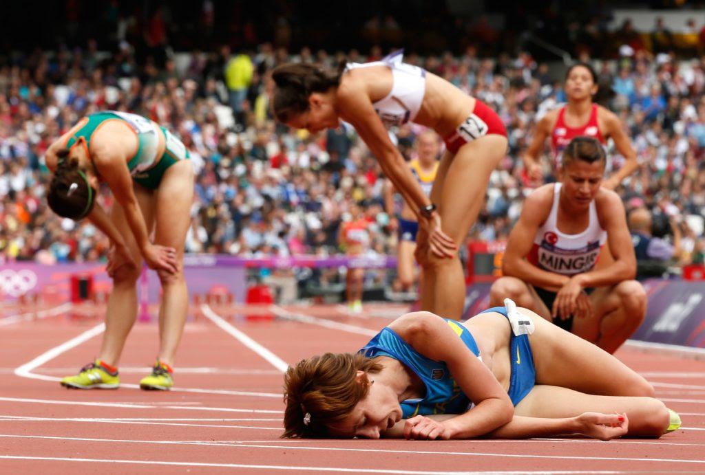 Atletas do atletismo chorando nas Olimpíadas de Londres, 2012