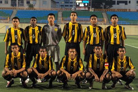 Malaysia-08-NIKE-stripe-black-black-group.jpg