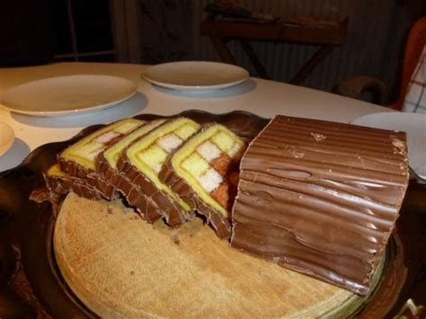 Chocolate sliced cake with square patterns in the middle