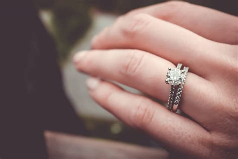 How much should you spend on an engagement ring? Diamondport