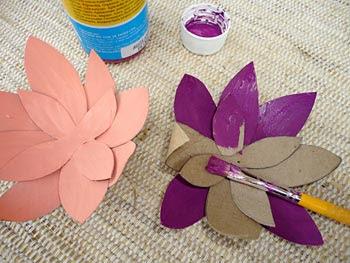 Pinte as pétalas usando as cores que preferir