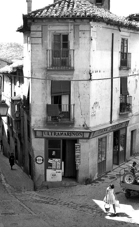 Tienda en Pozo Amargo esquina Santa Isabel en Toledo en 1967. Fotografía de John Fyfe