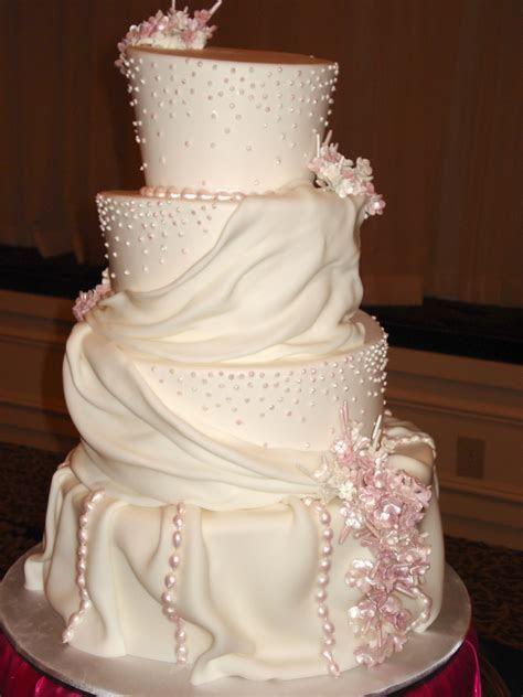 Milwaukee wedding Q&A: perfect cakes   WedInMilwaukee.com