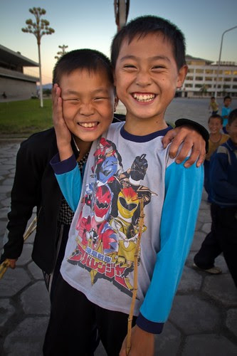 Smiling north korean kids