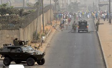 Nigerian troops block protesters in Lagos after the Federal Government imposed a settlement regarding the general strike over cancellation of fuel subsidies. People have objected to the deployment. by Pan-African News Wire File Photos