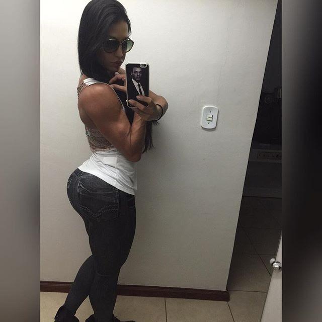 Gracyanne Barbosa exibe bumbum empinado (Foto: Reprodução)