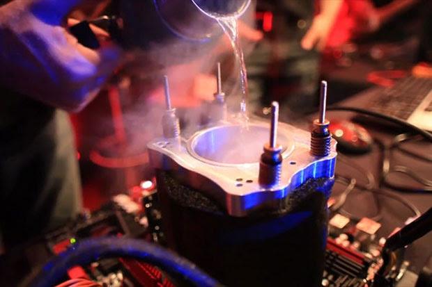 Nitrogênio líquido (Foto: Reprodução/AMD)