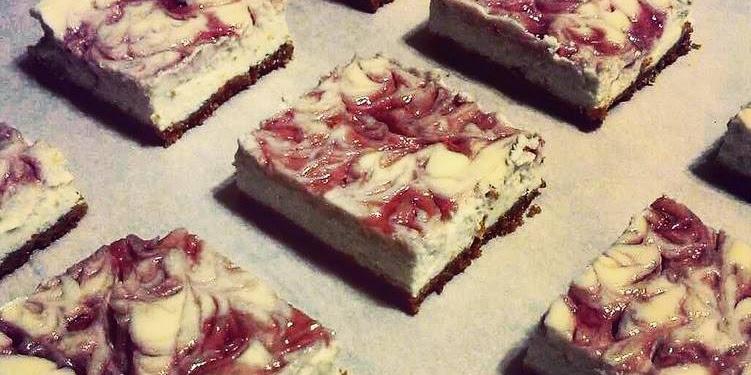 "How to Make Tasty ""Skinny"" Strawberry Swirl Cheesecake"