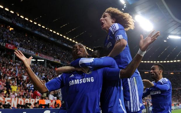 Drogba David Luiz gol Chelsea (Foto: AFP)