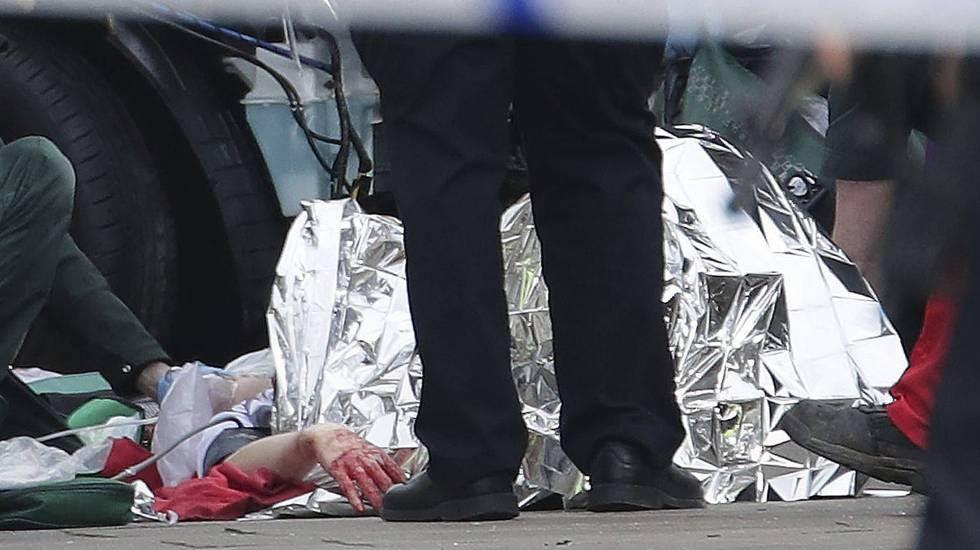 Emergency teams attend the injured on Westiminster Bridge.