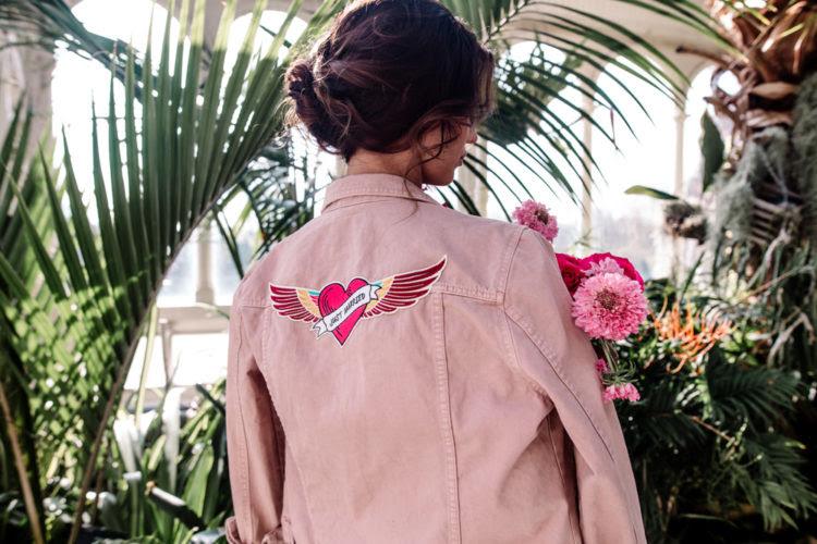 Blick auf diese wunderschöne denim rosa Jacke für die Braut, eine solche Verheimlichung