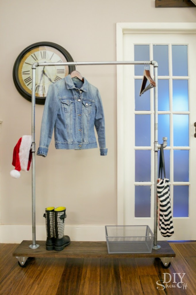 DIY galvanized pipe and wood mobile coat rack on casters @diyshowoff #lowescreator