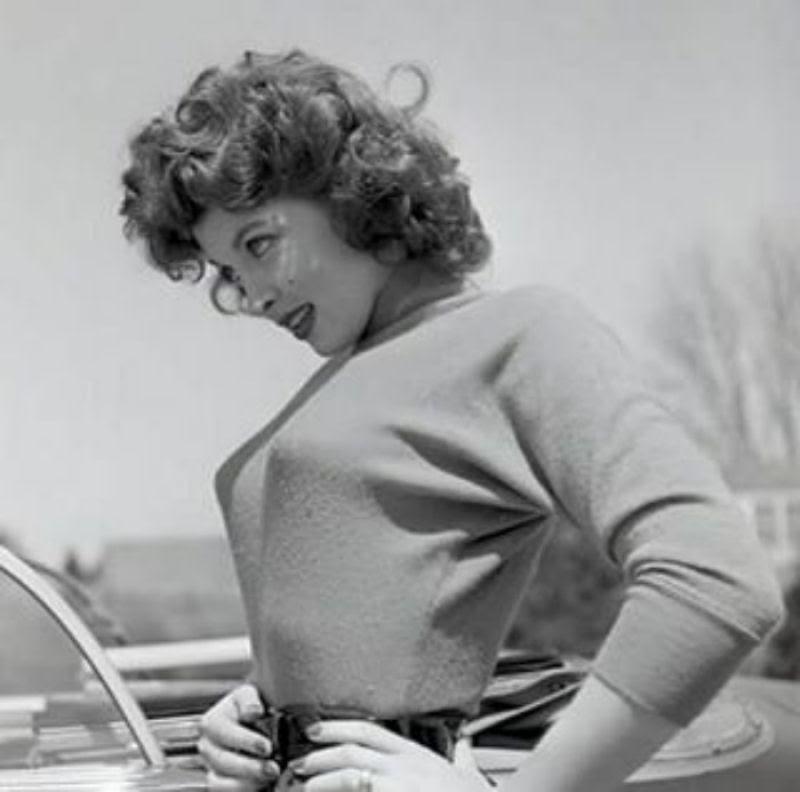 A história das Sweater Girls e os sutiãs-torpedo 37