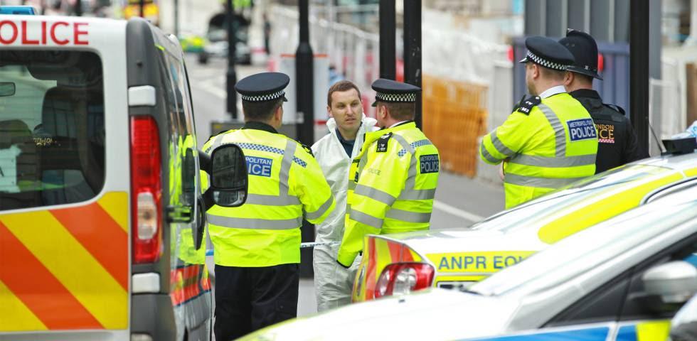 La policía bloquea el puente de Londres tras el atentado