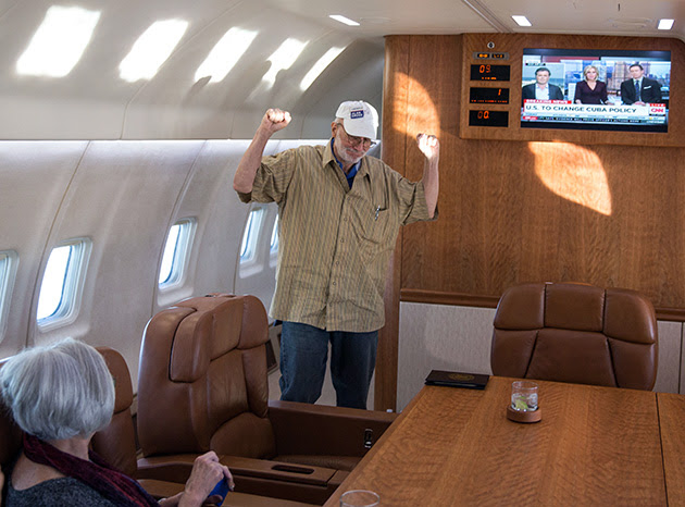 Alan Gross onboard a government plane