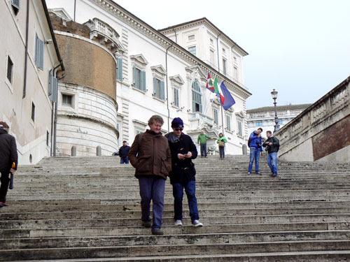escaliers le long du palais du quirinale.jpg