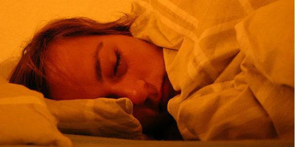 Mulher dormindo (Foto: Free Images)