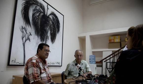 Fernando Martínez Heredia y Jesús Arboleya en transmisión de podcast desde Cubadebate, en el 2016. Foto: Ismael Francisco/ Cubadebate
