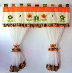 Cortina Flores (Arte & Flor) Tags: flores cortina artesanato patchwork decorao cozinha fuxicos