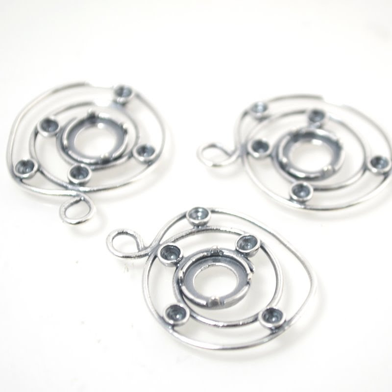 s49017 Findings - Stone Mount - ID 8 mm Centre of the Universe - Antiqued Silver