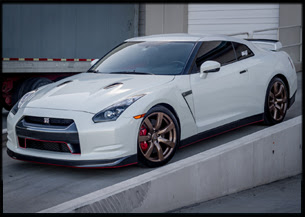 Custom Nissan GTR Runs 10s on The Strip while Dressed to The Nines