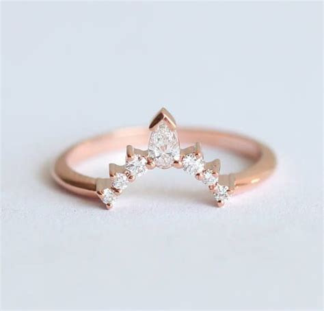 Best 25  Curved wedding band ideas on Pinterest   Unique