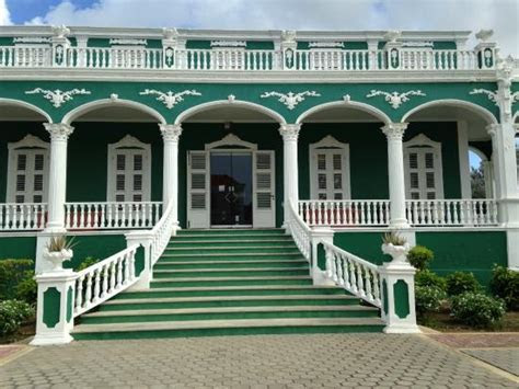 """Bolo di Bruit """"Wedding Cake House""""   Picture of Willemstad"""