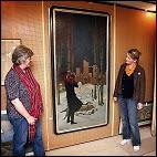 """Museumsdirektør Jytte Nielsen (tv) og formand for J.P. Jacobsen Selskabet, Else Bisgaard, præsenterer """"Pesten i Bergamo"""", som nu indgår i museets samling. Foto: Claus Madsen"""