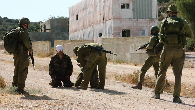Soldiers from Unit 504 with Palestinian detainees (File Photo: Gadi Kabalo)