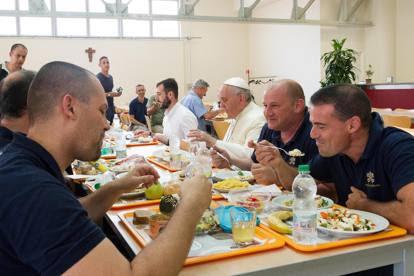 Vaticano low cost,  Papa Francesco e la sobrietà