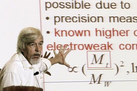 El director del CERN, Rolf Heuer, este viernes en Santander. | Efe.
