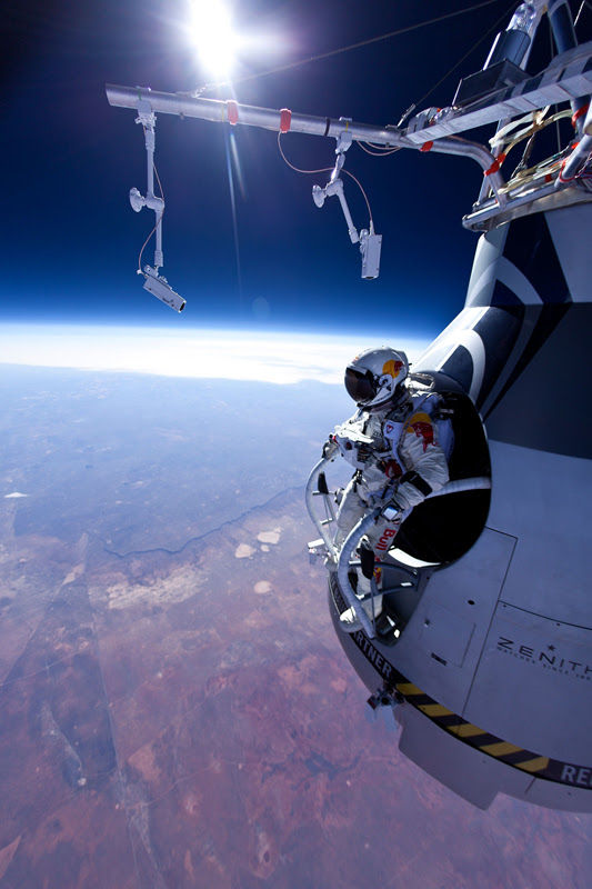 http://www.savezvousque.fr/wp-content/uploads/2012/08/felix-baumgartner-red-bull.jpg