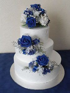 LOVE this cake (: Simple, but with just enough blue