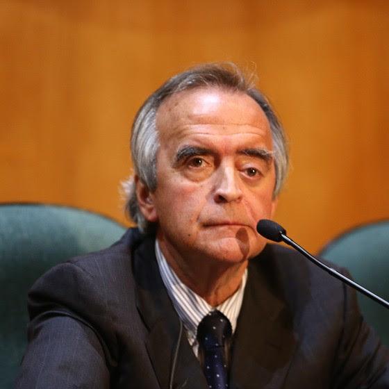 Nestor Cerveró permanece em silencio durante depoimento na Comissão Parlamentar de Inquérito (CPI) da Petrobras realizada na Justiça Federal em Curitiba (PR), nesta segunda-feira(11) (Foto:  Geraldo Bubniak / AGB / Ag. O Globo)