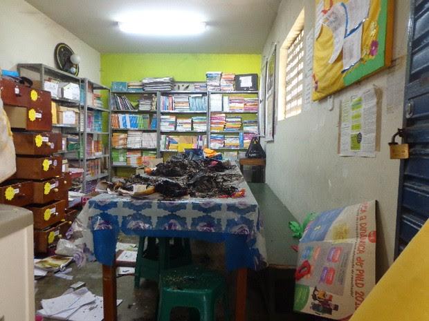 Suspeitos destruiram documentos e equipamentos (Foto: Cidinha Medrado / Arquivo Pessoal)