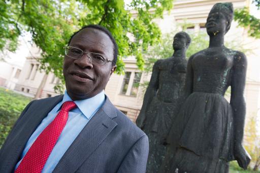 Karamba Diaby, um dos deputados negros eleitos no domingo na Alemanha, em uma fotografia de 6 maio de 2013. Foto: John Macdougall/AFP Photo/Arquivo