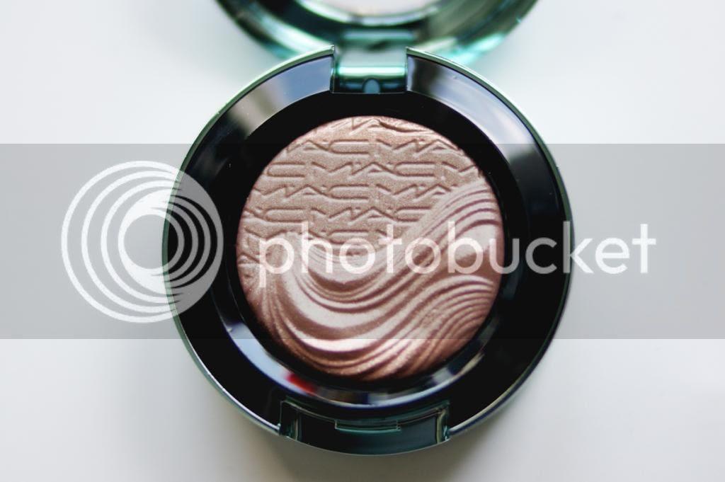MAC Alluring Aquatic Lorelei Extra Dimension Eye Shadow