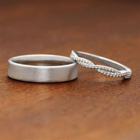 These gorgeous wedding rings have an elegant and timeless