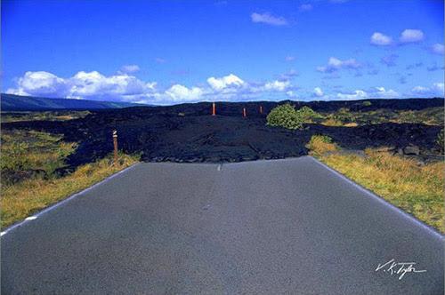 Quando o fim do mundo inicia em lavas de vulcão, Havaí, EUA