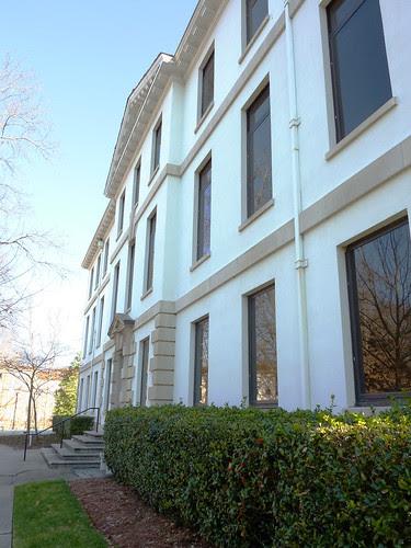 P1000621-2010-02-07-Shutze-Emory-Rich-Memorial-West-Facade-Obliquel