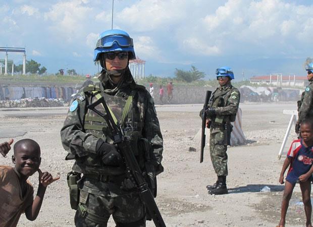 Capitão Faria comanda tropas do MS na área mais violenta do Haiti, Cité Soleil (Foto: Tahiane Stochero)