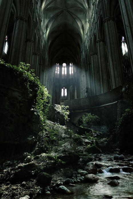 Заброшенная церковь.