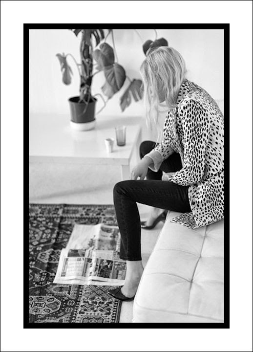 LE FASHION BLOG WEEKEND INSPIRATION EASY GO TO LOOK EMERSON FRY LEOPARD COAT BLACK SKINNY JEANS CLASSIC PUMPS BLOND EFFORTLESS WAVY HAIR  HOME DECOR INSPIRATION IKAT TRIBAL PRINT RUG TUFTED WHITE LEATHER BENCH CHAIR photo LEFASHIONBLOGWEEKENDINSPIRATIONEMERSONFRYLEOPARDCOATPRINTRUG.jpg