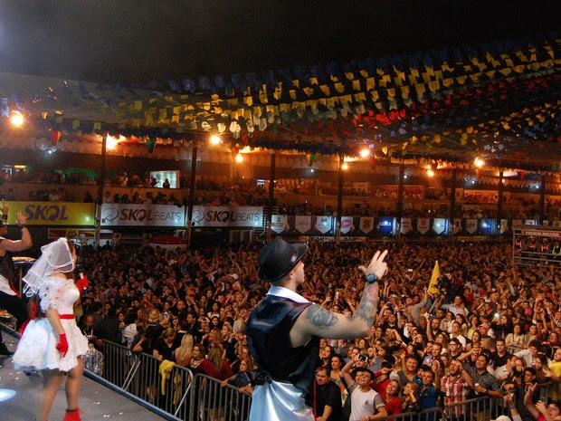 Márcia Felipe embalou a primeira noite de festa no Parque do Povo em Campina Grande (Foto: Artur Lira/G1)