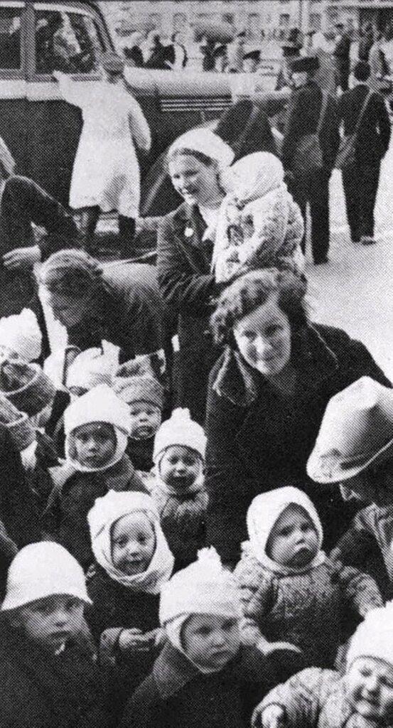 Эвакуация детсадов и яслей из города. 1942 г. Сталинград.